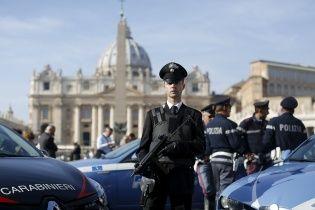 В Риме туристический автобус врезался в мост
