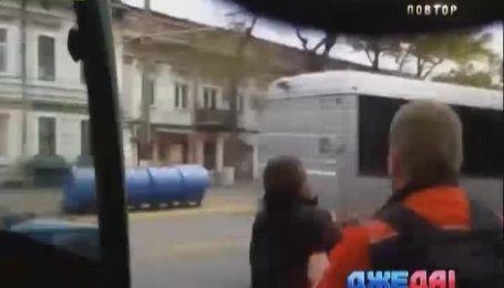 В Одессе водитель троллейбуса подрался с пассажиром
