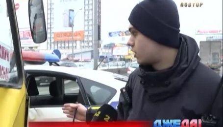 Переполненная маршрутка в столице протаранила полицейскую машину