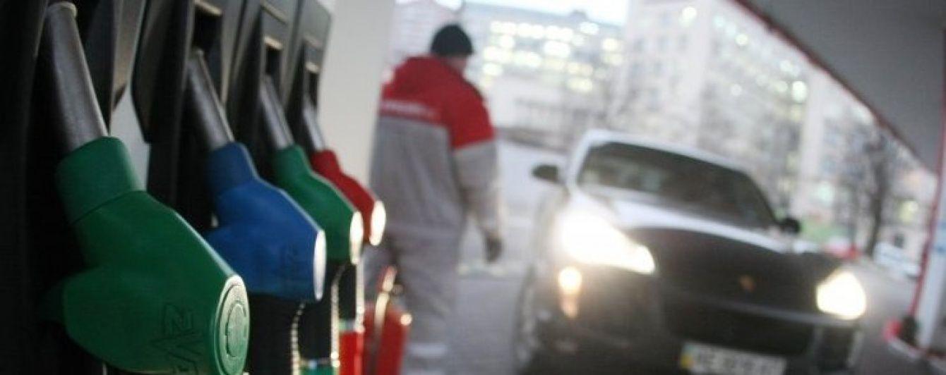 Скільки коштує заправити авто на українських АЗС. Ціни на 26 січня