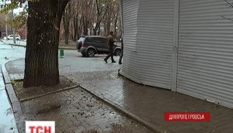 У Дніпропетровську податківця намагалися забити молотком