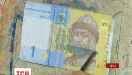 Одесский художник пишет картины на банкнотах