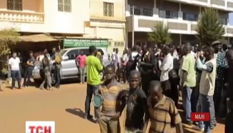 Французький спецзагін бере участь в операції зі звільнення заручників у Малі