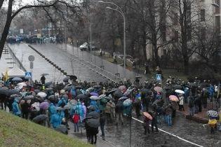 Ради Порошенко правоохранители поставили металлоискатели и полностью перекрыли Институтскую в Киеве