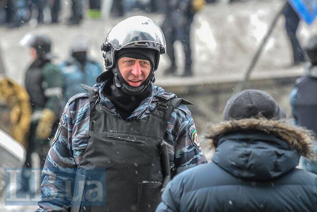 """Журналісти побачили схожість керівника штурму Чаплинки з """"беркутівцем"""" з Майдану"""