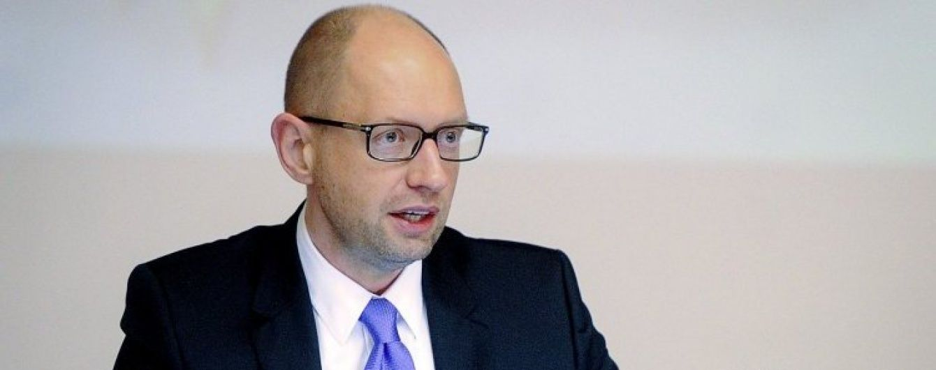 Яценюк пояснив, чому чинний Конституційний суд не може займатися очищенням влади