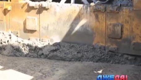 В Китае построили дорогу из мусора