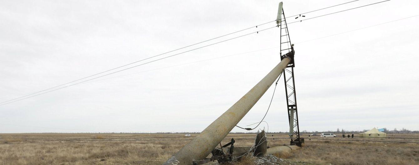 """В """"Укренерго"""" обіцяють розібратися із падінням електроопори"""
