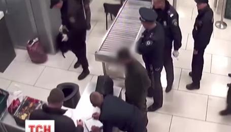 Бойова граната ледве не потрапила на борт пасажирського літака у Києві