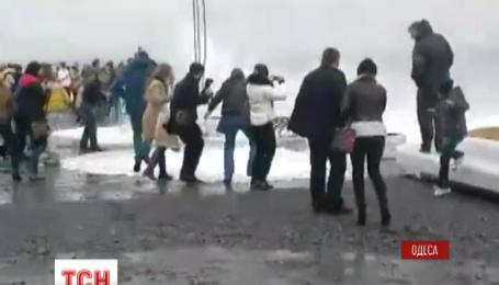 В Одесі на вихідних вирувало море