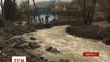 На Закарпатье паводковая волна приближается к границе с Венгрией