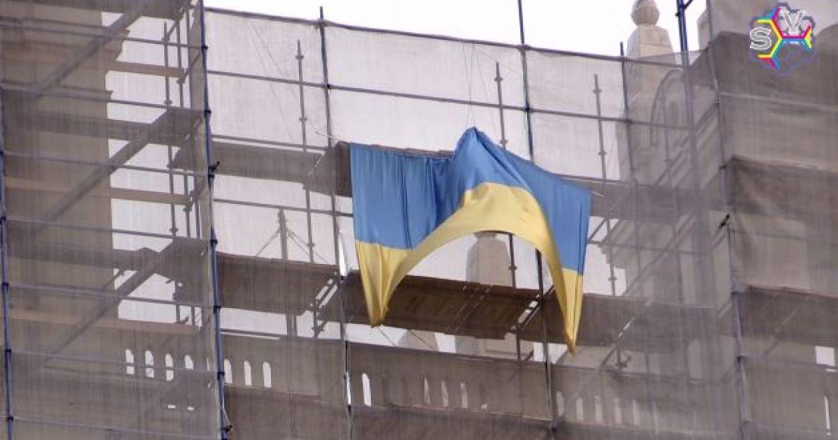 """В Москве возле """"покоренной"""" Мустангом высотки появился флаг Украины"""