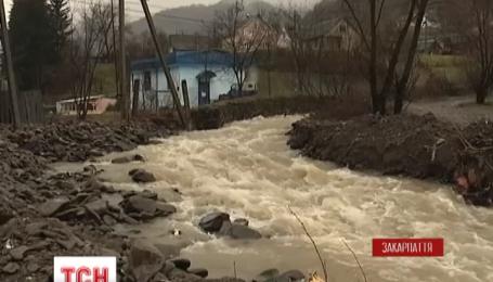 На Закарпатье паводок приближается к границе с Венгрией