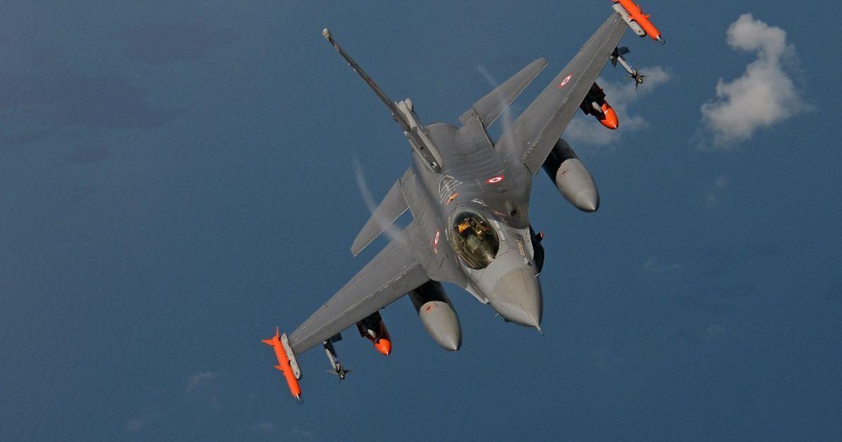 Російський військовий літак збили турецькі винищувачі - Reuters