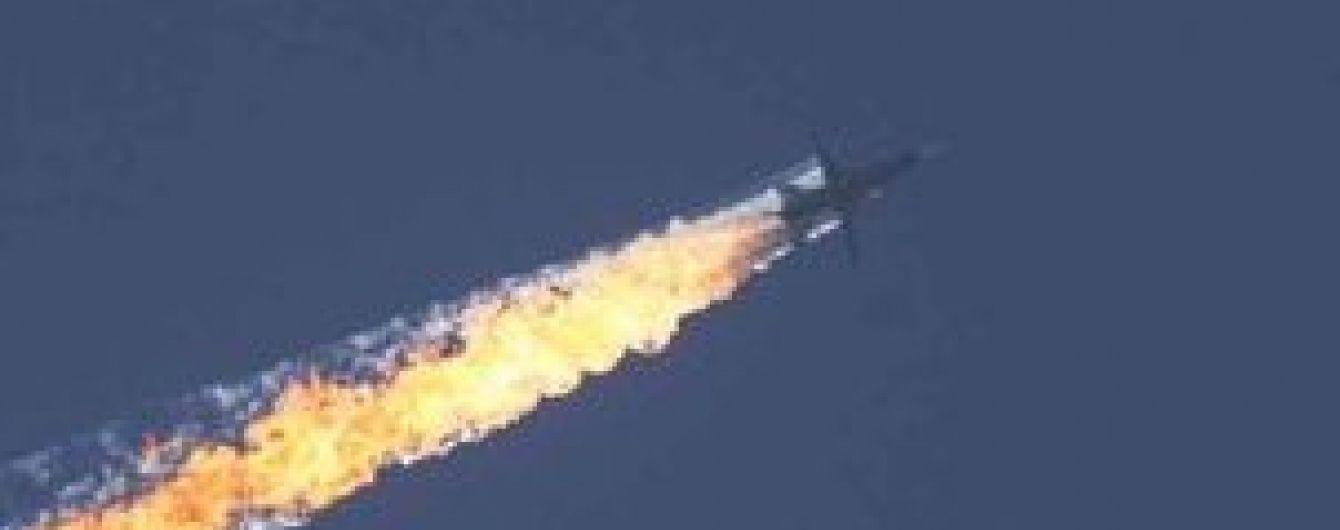 ЗМІ оприлюднили відео падіння збитого у Туреччині військового літака