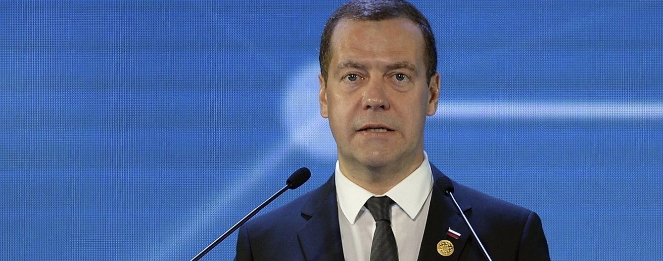 """Медведєв вирішив створити """"територію випереджального розвитку"""" на кордоні з Донбасом"""