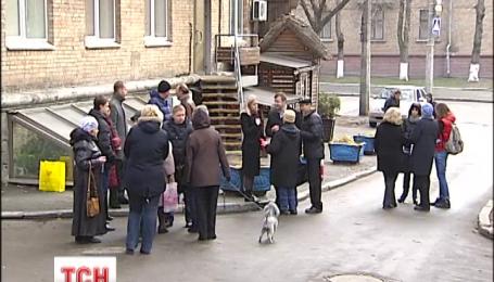 Мешканці багатоповерхівки у центрі Києва тиждень жили без тепла і ще довше без світла