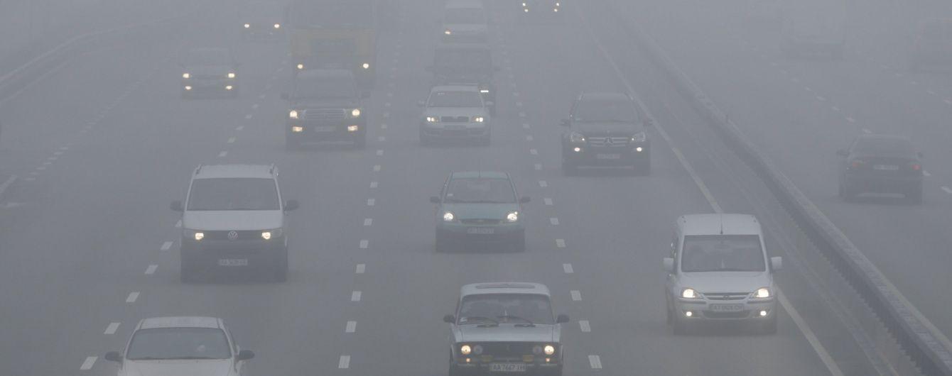 Дороги України захоплює ожеледиця і туман. Де на водіїв чигає негода