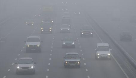 Украинские дороги закутает туман. Видимость катастрофически снизится уже ночью