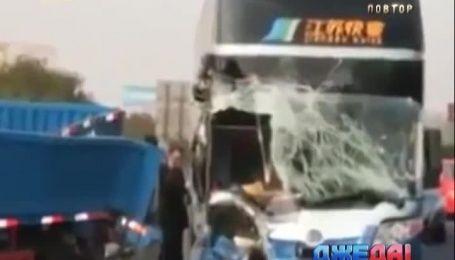 Международный обзор. В Мексике легковушка протаранила рейсовый автобус
