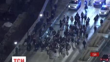 Сотни людей вышли на улицы Чикаго из-за видео убийства темнокожего подростка