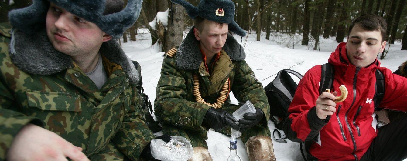 Ялинка, бублики та радянські комедії. У Росії підготували подарунки військовим, які бомблять Сирію