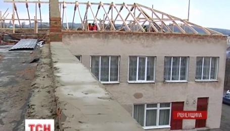 На Рівненщині через ремонт даху пошкоджена вся школа