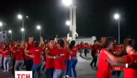 На Кубе сотни пар пытались побить танцевальный рекорд по сальсе