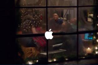 Apple презентовала рождественский ролик