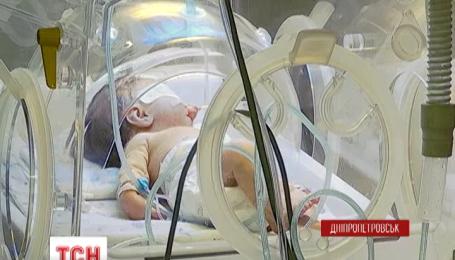В Днепропетровске женщина выбросила ребенка в окно