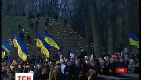 Украина почтила память жертв Голодомора 1932-33 годов