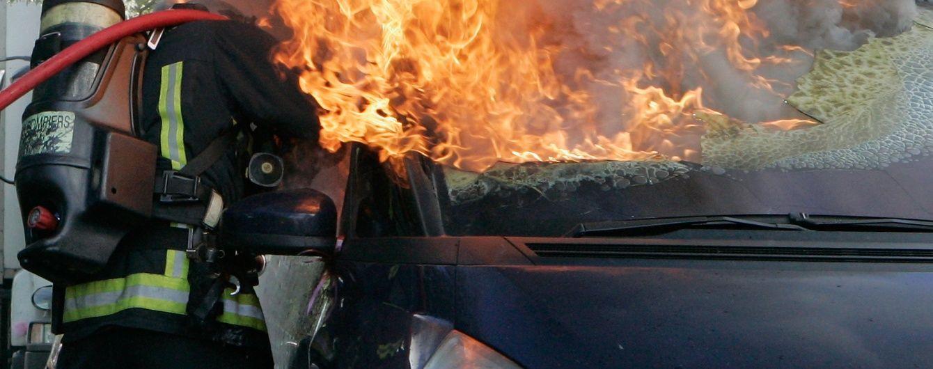 14 людей згоріли живцем під час пожежі автобуса в Китаї