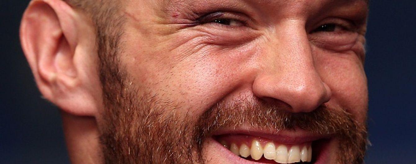 Ексцентричний Ф'юрі назвав російського боксера карликом