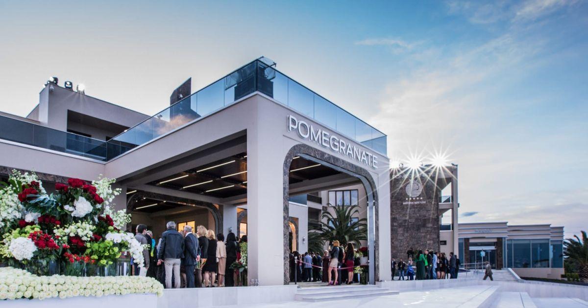 Открытие отеля Pomegranate в Греции, на котором присутствовали российские высокопоставленные чиновники и артисты @ navalny.com