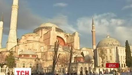Российские туроператоры отменяют почти 5 тысяч туров в Турцию