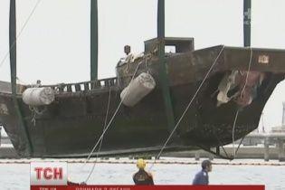 До японських берегів один за одним пристають човни-примари, заповнені мерцями