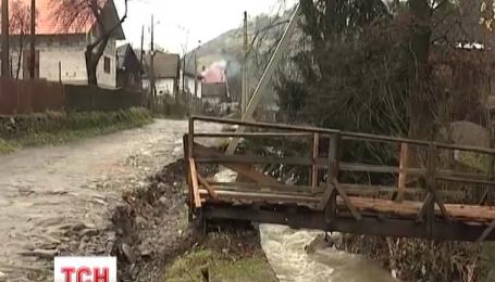 Після вчорашнього буревію на Прикарпатті повністю відновили подачу електроенергії
