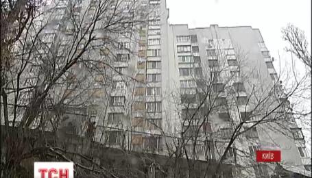 В столичную многоэтажку, в которой обвалилась подпорная стена, сегодня подадут воду