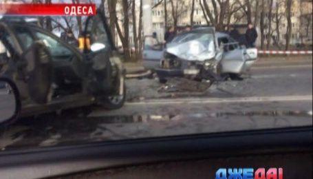 Разбитые авто заблокировали движение в Одессе