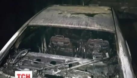 У центрі Києва загорілася підземна парковка