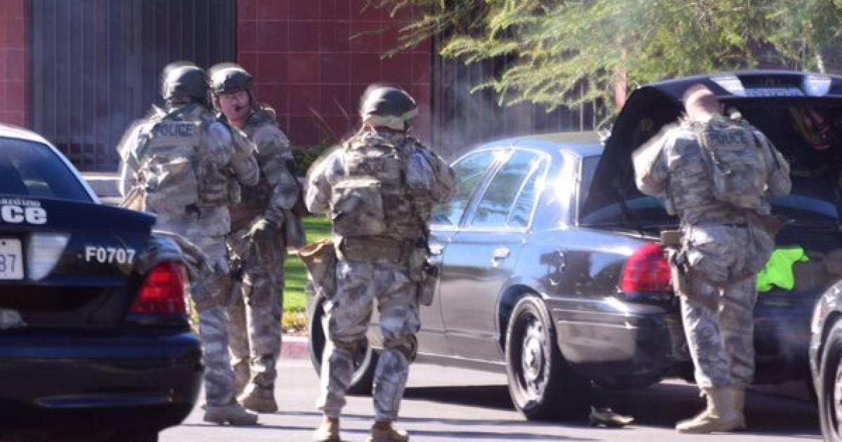 Спецпризначенці на місці стрілянини. @ twitter.com/crimeshutterbug