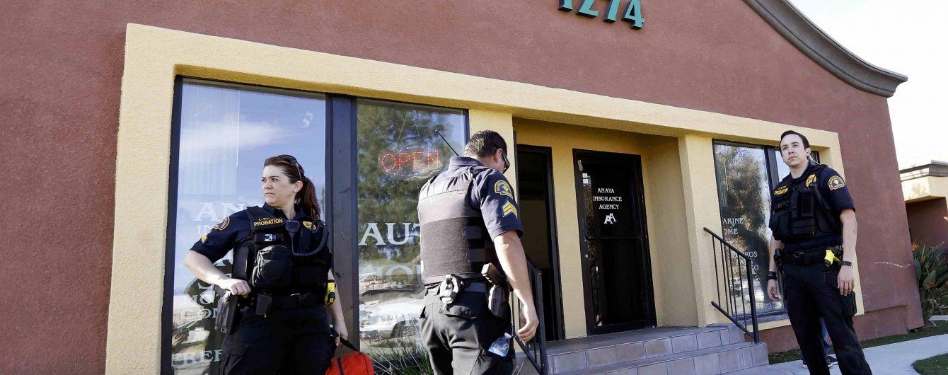 """Сусіда """"каліфорнійських терористів"""" звинувачують у купівлі нападникам зброї"""