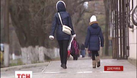 В Мариуполе на ремне от школьной формы повесилась 12-летняя девочка