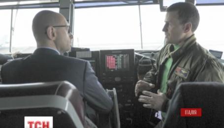 Арсеній Яценюк побував на борту «Гаррі Трумена»