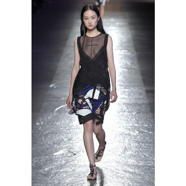 Прозрачные блузы, кружева и пайетки в коллекции Emilio Pucci сезона весна-лето 2016