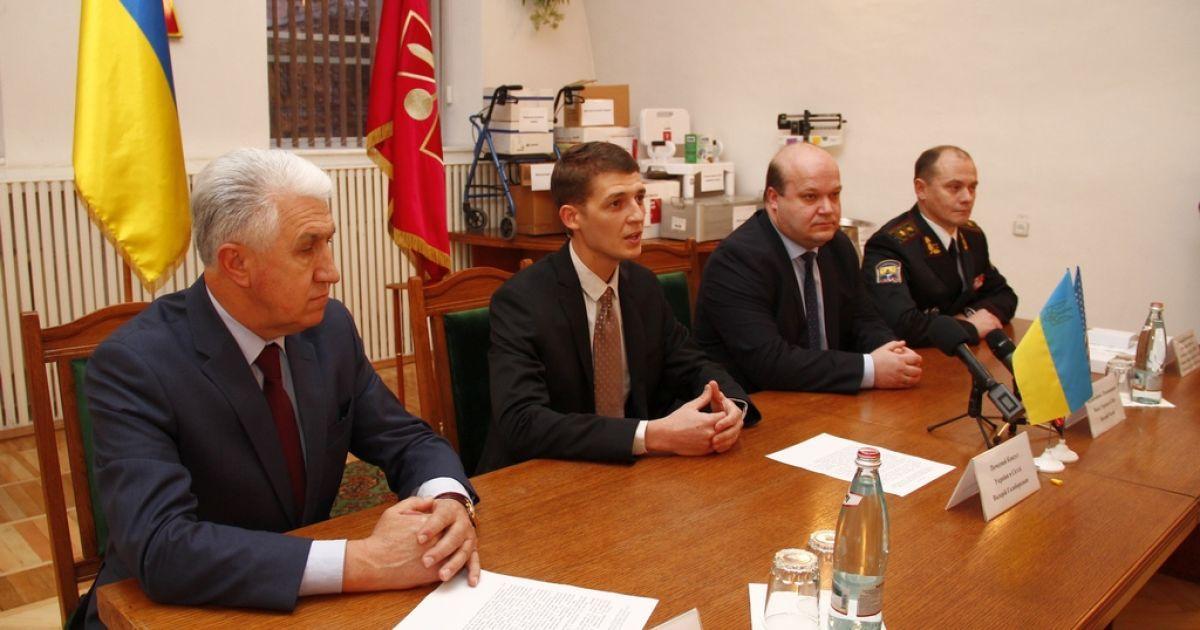 Украинцы из США передали дорогостоящее оборудование