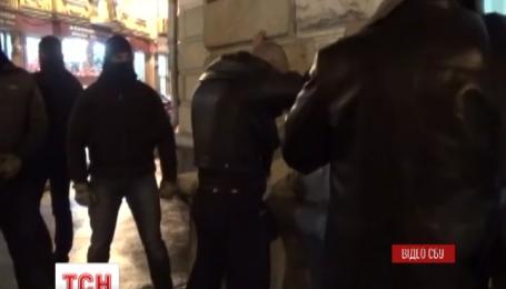 У Харкові СБУ разом з військовою прокуратурою сил АТО затримали на хабарі працівника ДФС