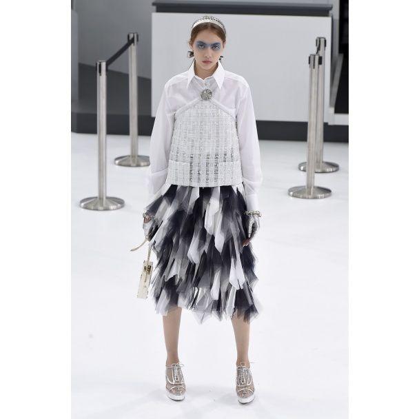 Зеркальные очки и юбки с брюками от Chanel весна-лето 2016