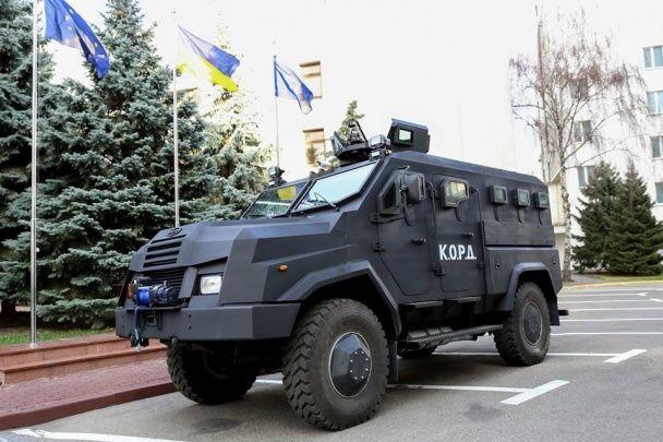 """Аваков показав нову бронемашину українського виробництва """"ВАРТА"""""""