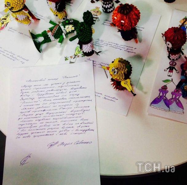 Савченко за ґратами створила ляльковий театр з Чіполіно у вишиванці та сепаратистом Помідором